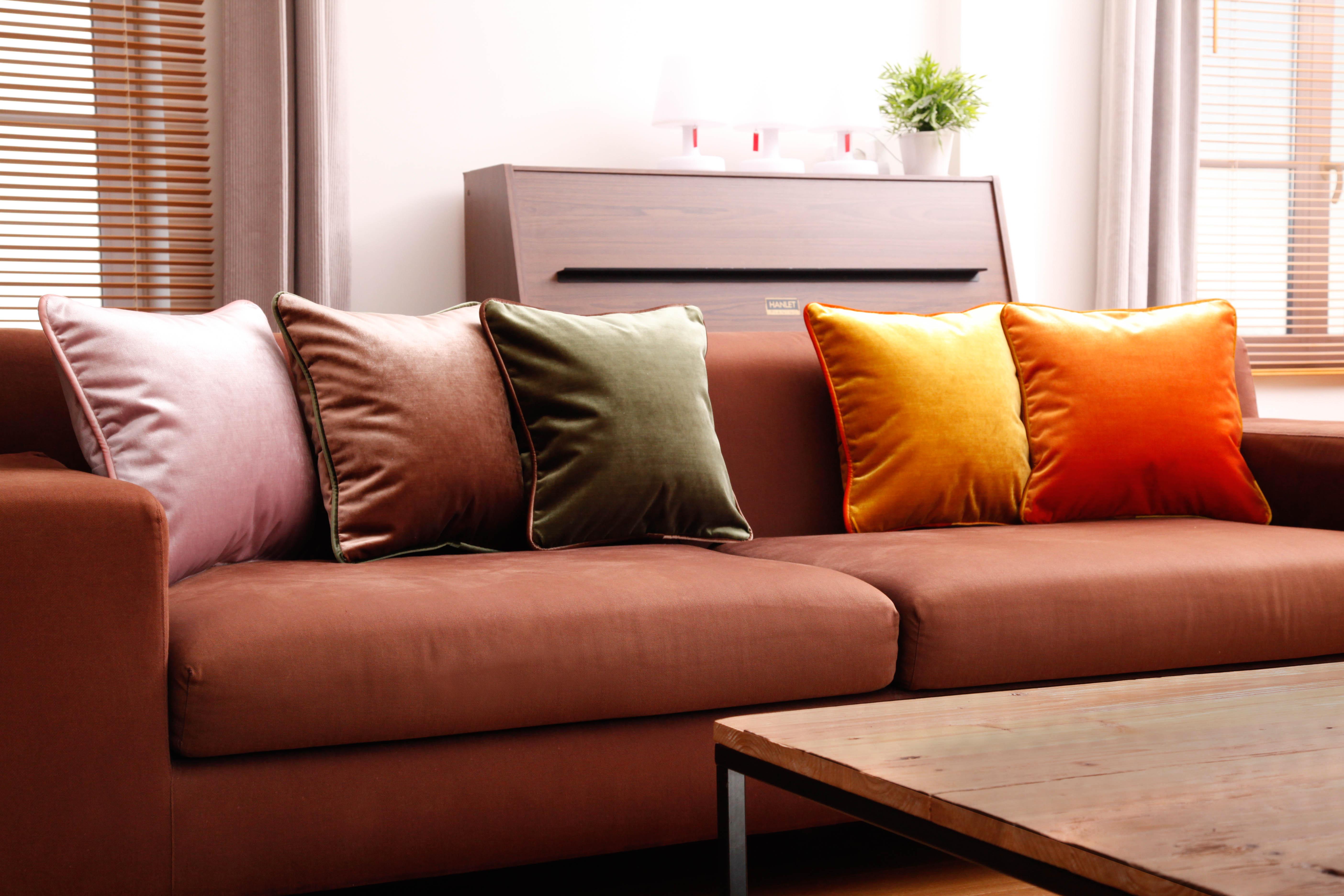 Coussins en velours rose et orange