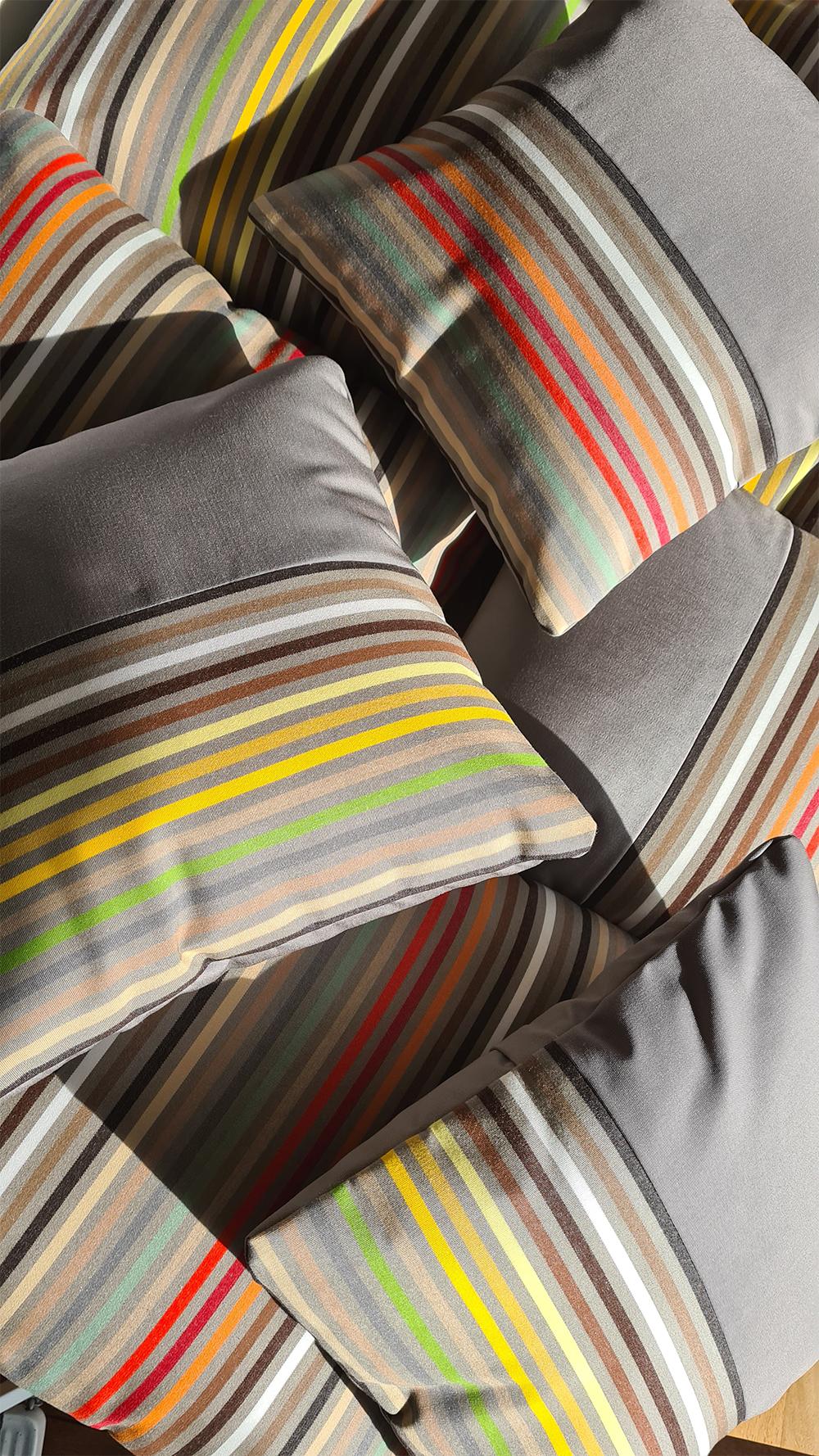 Coussins extérieurs couleurs vives haut de gamme
