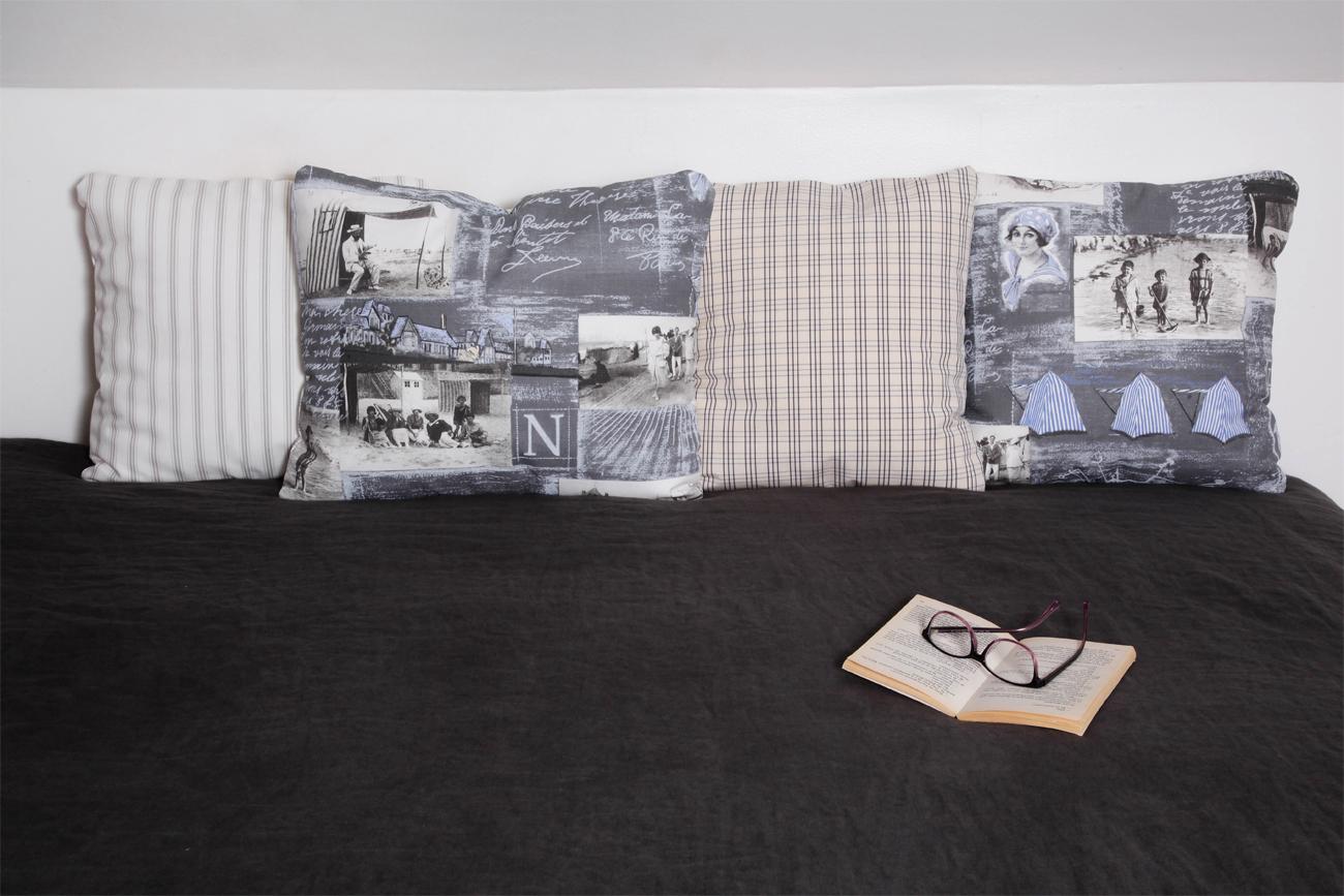 Coussins romantiques leurs et gris pour lit