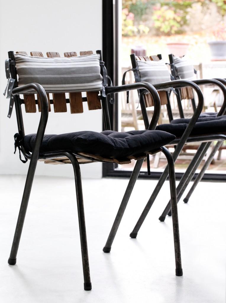 Les chaises vintage habillées de coussins