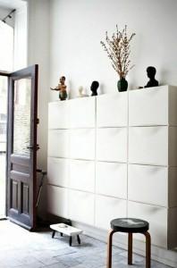 16 blocs de rangemetns Trones Ikea dans une entrée - Photo www.apartmenttherapy.com