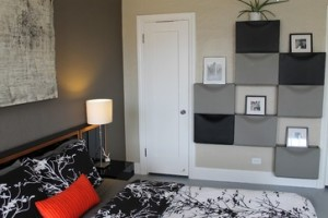 Mur graphique avec blocs de rangement Trones d'Ikea - Photo Madison Modern Home/houzz.com