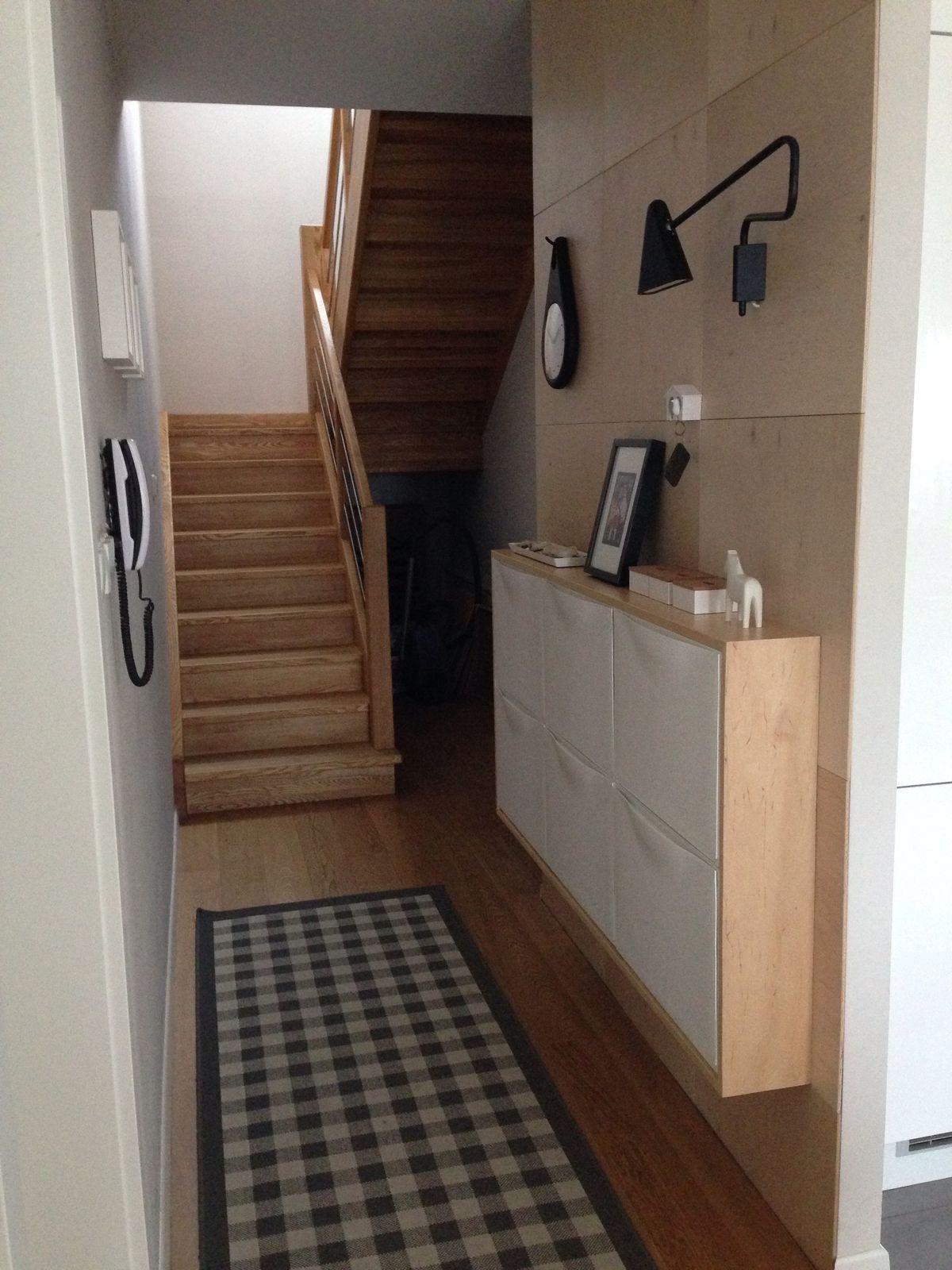 cheap blocs de rangements trones ikea dans un coffrage en bois vernis with meuble cellier ikea. Black Bedroom Furniture Sets. Home Design Ideas