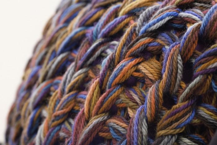 coussin-grosse-laine-tricot-bleu-deco-design