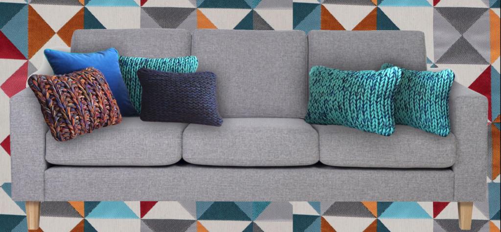 Coussins bleus pour coussins pour un canapé gris