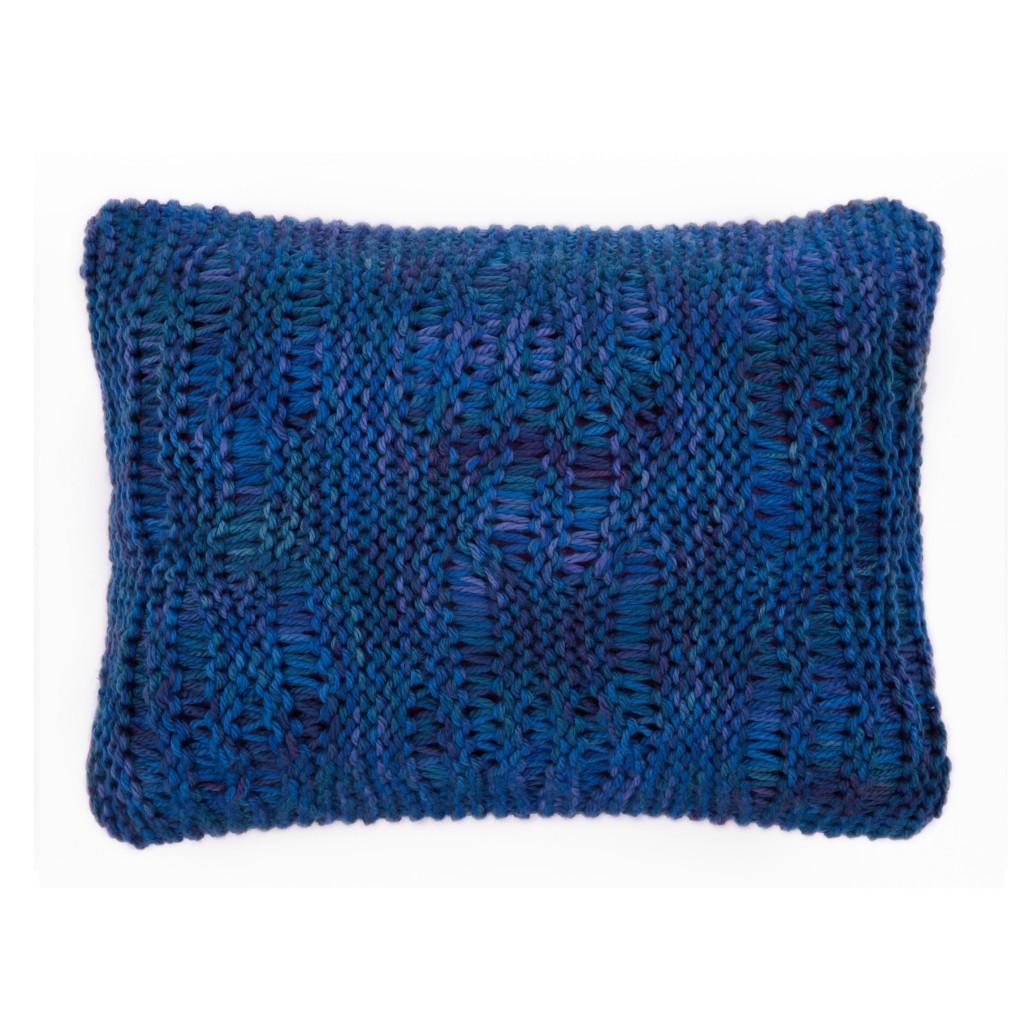 Coussins deco bleus en tricot fait main chics