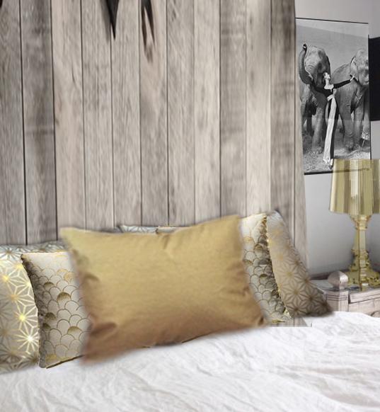 Coussin doré pour lit