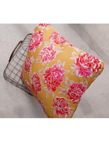 Coussin jaune et rose tendance