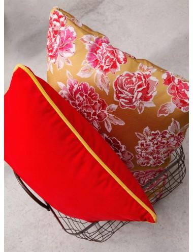 Coussins jaunes et rouges velours